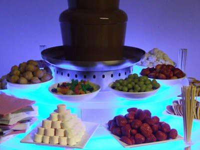 Шоколад и фрукты для шоколадного фонтана