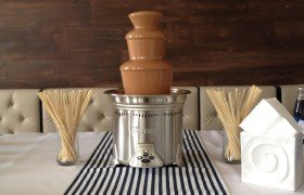 шоколадный фонтан на свадьбу